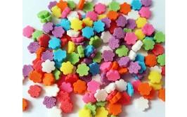 סוכריות פרחים צבעוניים לקישוט העוגה
