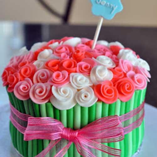 קישוט עוגת פרחים חגיגית